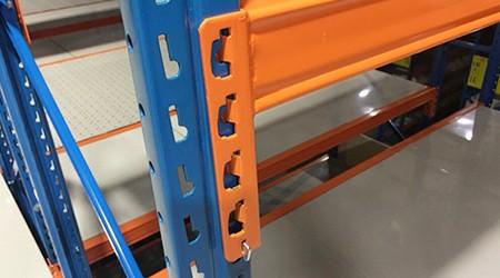 仓储货架定制生产P型孔型立柱的厂家[易达货架]