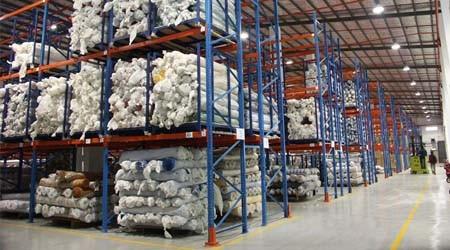 服装行业用的笼式服装厂面料仓库货架是哪种 [易达货架]