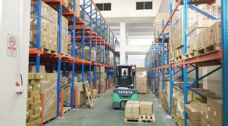广州仓储货架变形的原因及处理方法[易达货架]