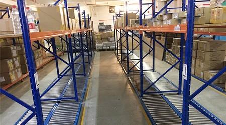 佛山仓库货架公司重力式货架应用在哪些行业?[易达货架]