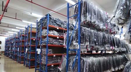广州服装仓库货架是喷粉末还是喷油漆?[易达货架]