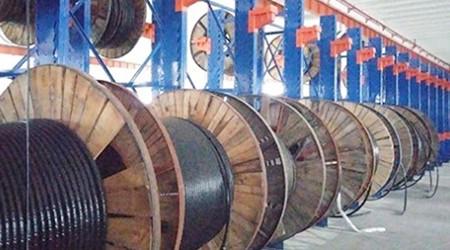立柱式挂货物重型货架在仓库中的应用【易达货架】