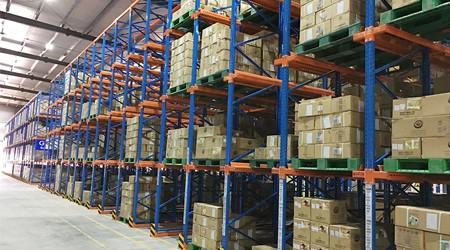 通廊式仓储货架定做适合用在食品仓库吗?【易达货架】