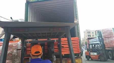 易达出口巴西的重型仓储货架今日装柜