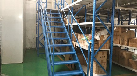 广东仓库重型货架公司又一个阁楼式货架项目安装完工【易达货架】