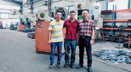 易达中山重型仓储货架厂家带以色列客户参观冷库案例