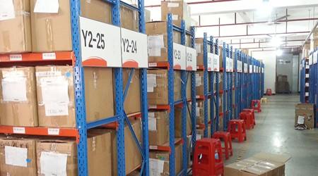 电子厂产品种类繁多用广州重型货架厂哪种货架存储?[易达货架]