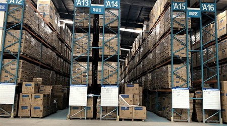 东莞横梁式仓储货架价格是多少?【易达货架】