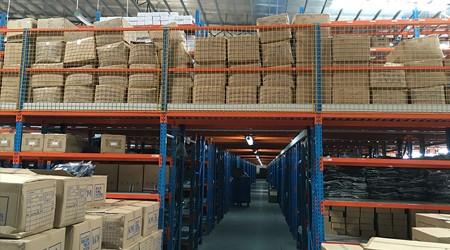东莞阁楼平台货架是如何有效的提升仓库使用率的?【易达货架】