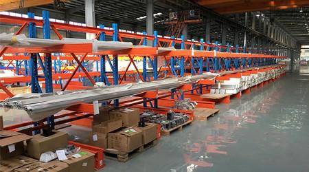 悬臂式仓库货架厂家能定制存储10米长物料的货架吗?[易达货架]