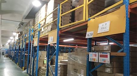 易达佛山仓储货架批发公司回访定制货架平台的客户[易达货架]