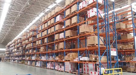 库房重型托盘货架在仓库中的应用特点[易达货架]