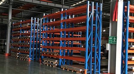 厂房重型货架常用的重力式货架介绍
