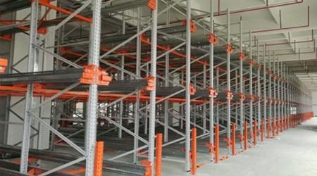 立体仓库货架企业高位货架防撞栏的作用【易达货架】