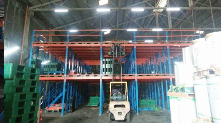 中山仓储货架公司之阁楼货架结合托盘使用有什么好处? [易达货架]