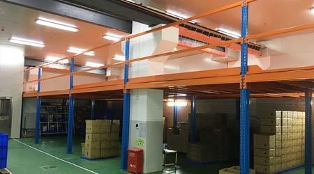 东莞重型仓储货架厂家阁楼平台货架可以设计几层?【易达货架】