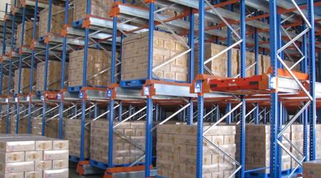 食品行业使用哪些潮州横梁式重型货架存储货物?【易达货架】