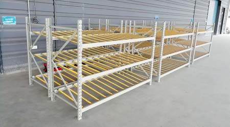 流利式仓储货架定做是如何固定货架的?【易达货架】