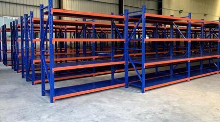 重型层板货架批发层板种类有多少呢?【易达货架】