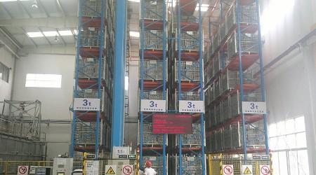 汽车配件库房货架实现自动化后大大提升了仓库作业效率[易达货架]