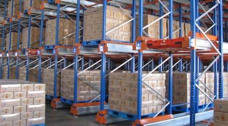 重型库房仓储货架之梭式货架和重力式货架谁更省钱?