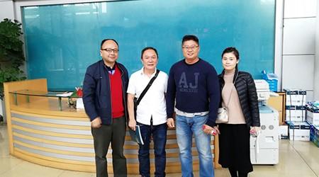 易达仓储货架工程师接待新加坡过来的客户参观工厂