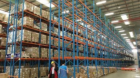 重型仓库货架能单排摆放安装吗