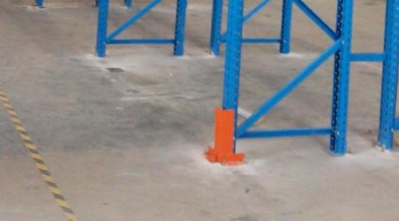 深圳仓储货架厂家讲解重型货架护脚使用事项