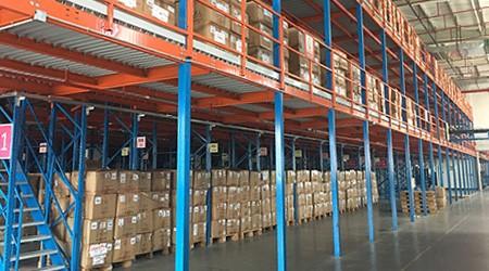 广州仓储货架厂是如何将货架做到两层楼的?