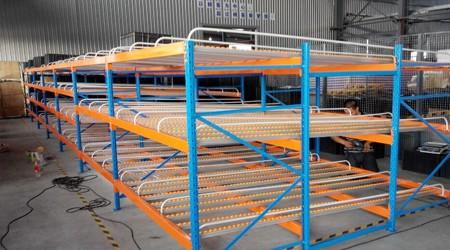 广州流利式货架厂家货架表面鼓包是什么原因?【易达货架】