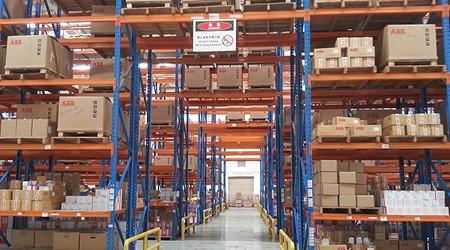 哪些类型的东莞仓库货架可以设计桥式通道?
