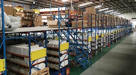 阁楼式仓库货架厂家的货架适合消防要求严格的仓库吗