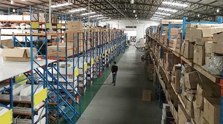 广州仓储货架春天防潮需要注意这几点