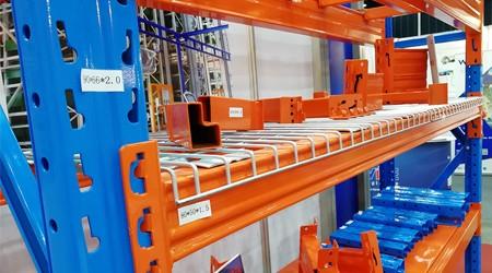 重量型仓库货架使用网格层板的好处 [易达货架]