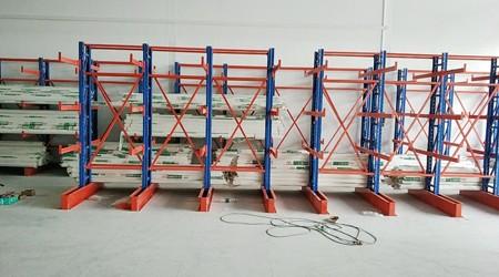 广东重型悬臂货架工厂祝贺鸿然成商贸悬臂货架安装成功?【易达货架】