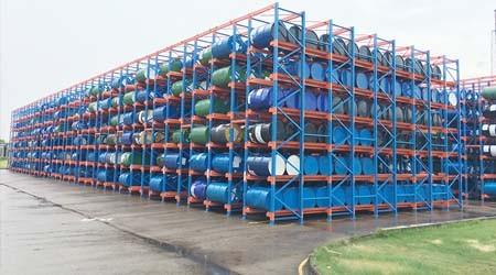 油桶较多如何存储?深圳平湖仓库货架厂解析【易达货架】