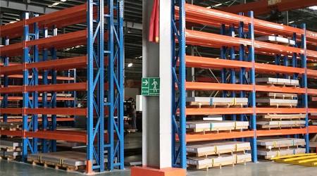 铝型材重型仓储货架安装需要注意这些消防规则[易达货架]