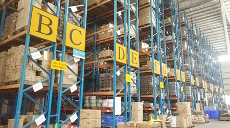 大型仓库适合哪种货架?重型仓储货架公司解析【易达货架】