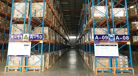 纸箱成品仓库货架摆放的仓库应该如何预留消防通道呢?【易达货架】