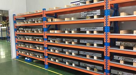 重型仓库货架为什么要经过防静电处理?