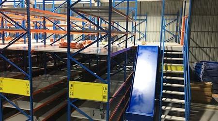 佛山仓储阁楼式货架设计滑梯的好处【易达货架】