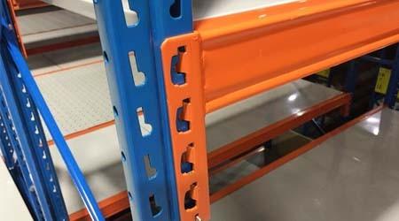 化工原料仓库货架表面有焊渣是否影响使用?