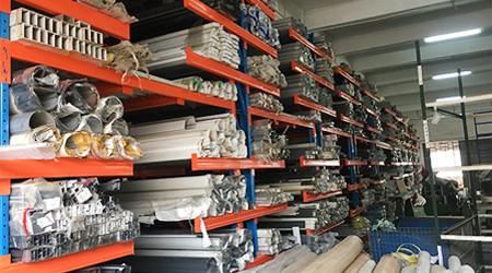 遮阳伞使用哪种广州仓储货架存储更便利