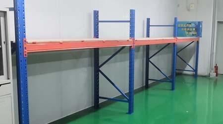 大型仓储货架公司重型货架层板有哪几种?【易达货架】