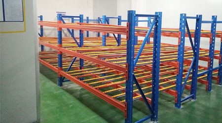 东莞重型仓储货架厂家流利式货架适合用于哪些仓库?【易达货架】