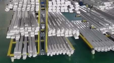 广州仓库货架工厂能定制移动式悬臂货架吗?【易达货架】