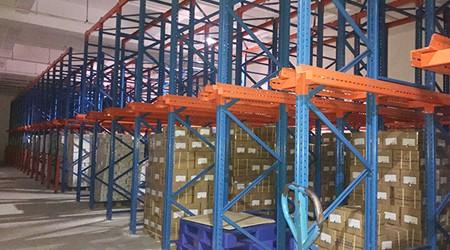 仓储库房货架厂家贯通式货架的使用技巧全解析