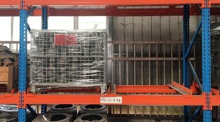 仓储重型货架公司仓储笼如何配合货架使用?【易达货架】