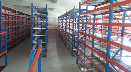阁楼仓储货架和钢平台有什么不同之处是什么?[易达货架]